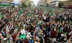 Thousands rally in anti-Charlie Hebdo protests in Pakistan