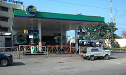 LEAs face strong resistance in sealing PML-N activist's 'illegal' fuel station