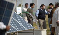 Pakistani farmers struggle to switch to solar powered pumps
