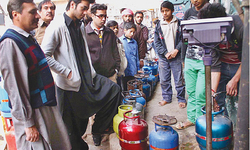 Sindh rejects Centre's move to levy tax on gas consumers