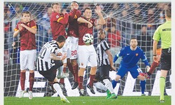 Keita salvages draw for 10-man Roma against Juve