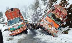 Heavy snowfall paralyses life in Galyat