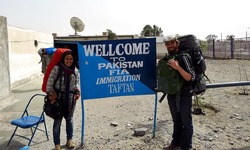 From Germany to India: Two hitchhikers on their way east
