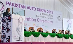 'Auto industry should offer more choices'