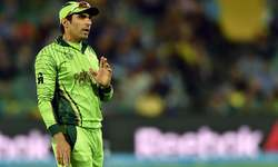 Australia dump sloppy Pakistan out of World Cup