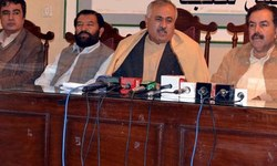 Govt ready to help withdraw cases against journalists: minister