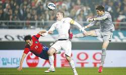 Japan, South Korea warm up for World Cup qualifying with wins