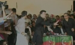 Imran Khan's trip to Sindh marred by scuffles and protests
