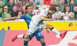 Moenchengladbach win hands Bayern 25th Bundesliga title