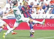 Suarez hits hat-trick as Barca rout Cordoba 8-0