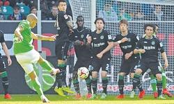 Stuttgart gift Schalke victory