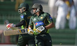 Haris, Malik up the ante in powerplay