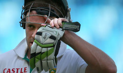 Paternity leave forces de Villiers out of BD Tests