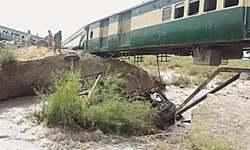 Eight injured as Bolan Mail derails near Madeji