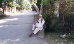 A mendicant at the crossroads