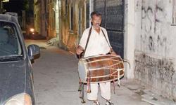 Traditional methods of waking up people at Sehri still in vogue