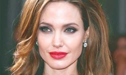 Angelina takes her daughter to Lebanon
