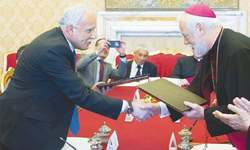 Vatican signs first accord with State of Palestine