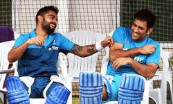 Dhoni stuck by Kohli during tough times, says Shastri