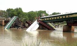گجرانوالہ ٹرین حادثہ: پلوں اور سرنگوں کے معائنے کا حکم