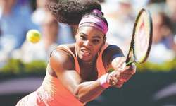 Williams sisters star on manic Monday