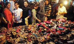 Eid shopping gains momentum