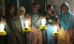 Solar lamps turning Pakistani women into green energy entrepreneurs