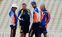 England aim to overcome Mitch hitch in third Test