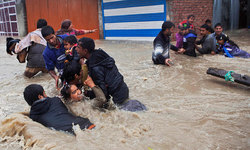 Monsoon rains kill over 100 in India