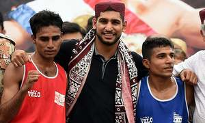 Amir Khan visits Lyari in search of boxing champions