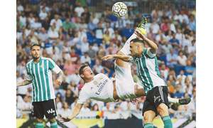 James, Bale lift Real as Vermaelen rescues Barca