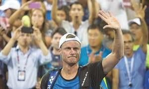 Federer cruises as Murray struggles, Hewitt says farewell