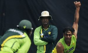 Shoaib asks Younis to retire, eyes team in PSL