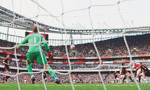 Arsenal shred United to go second; Liverpool sack Rodgers