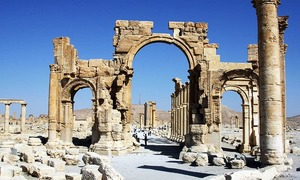 IS blows up Arch of Triumph in Syria's Palmyra