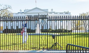 Man jumps over fence of White House
