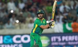 England hold nerve to win 2nd T20 despite Afridi fireworks