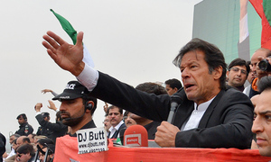 Imran reaches rally venue after dodging police