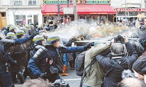 Clashes in  Paris on eve of climate summit