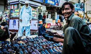 سفید پوشوں کا جوتا بازار