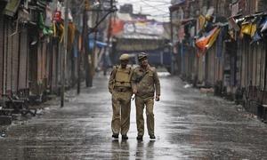 کشمیر : 4 مزاحمت کار، 2 ہندوستانی فوجی ہلاک