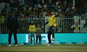 Peshawar Zalmi beat Quetta Gladiators by eight wickets