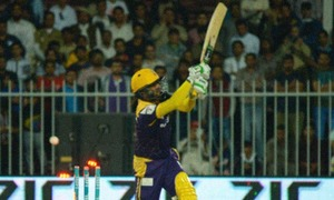 Wahab, Shehzad fined for 'inappropriate' exchange of words