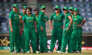 Pakistan women thump Bangladesh, eye maiden semis berth