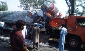 18 killed in bus-trailer collision in Mianwali