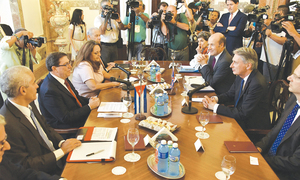 British foreign secretary in Cuba, a first since 1959