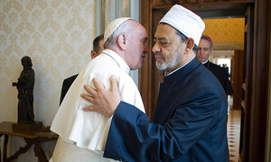 Al-Azhar imam, Pope Francis embrace in historic Vatican meeting