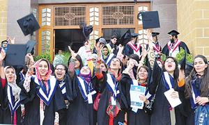 تعلیم یافتہ پاکستان: جہاں مالی اور چوکیدار بھی ماسٹرز
