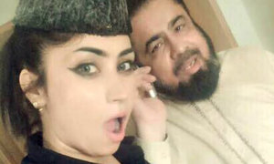 The story behind the Qandeel selfie that got Mufti Qavi suspended