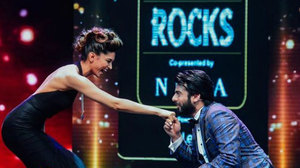 Fawad Khan goes down on one knee for Deepika at IIFA Rocks 2016